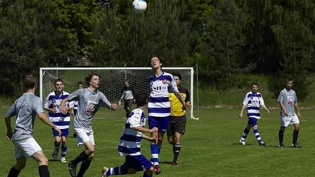 Nedělní fotbalový zápas brušperských dorostenců a jejich vrstevníků ze Staříče.