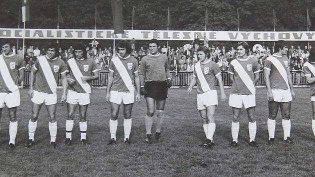 Frýdecko-místečtí fotbalisté před domácím utkáním s Prešovem.