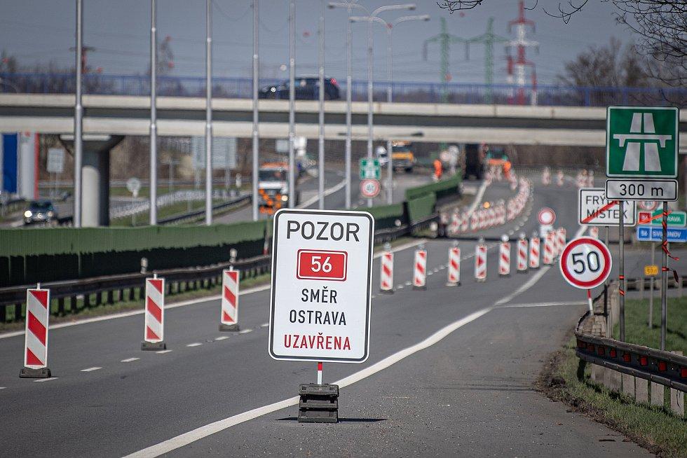 Uzavřená část dálnici D56 kvůli opravy výtluků, 10. dubna 2021 ve Frýdku-Místku.