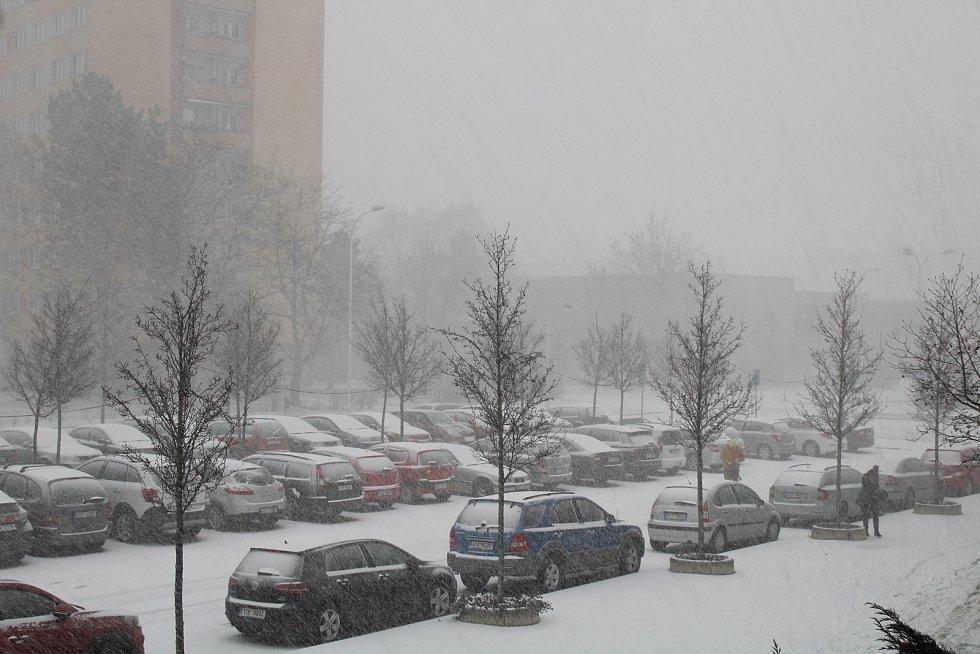 Sněhová vánice ve Frýdku-Místku, pondělí 14. ledna odpoledne.