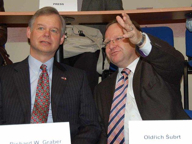 Americký velvyslanec Richard Graber s předsedou společnosti Agel Oldřichem Šubrtem