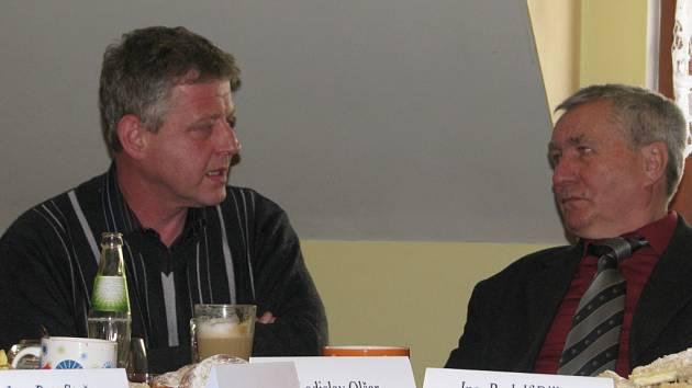Jako starosta končí nejen Ladislav Olšar (vlevo) z Bystřice, ale i jeho vendryňský kolega Rudolf Bilko. Ten v letošních komunálních volbách ani nekandidoval.