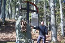 Začátek originální křížové cesty v Horní Lomné.