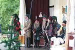 Malí herci z Košatky na desátém ročníku Staroveských obecních slavností vystoupili s divadelním představením Sněhurka a sedm trpaslíků.
