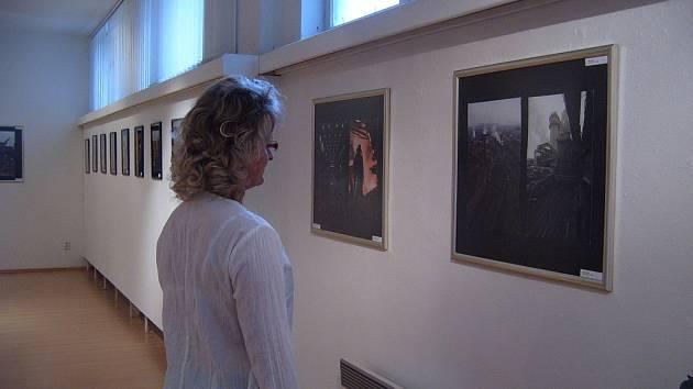 Výstava v galerii Kulturního domu  Trisia přestavuje různé pohledy na Třinecké železárny.