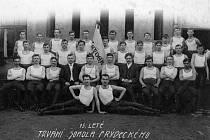 Frýdečtí sokolové v roce 1910.