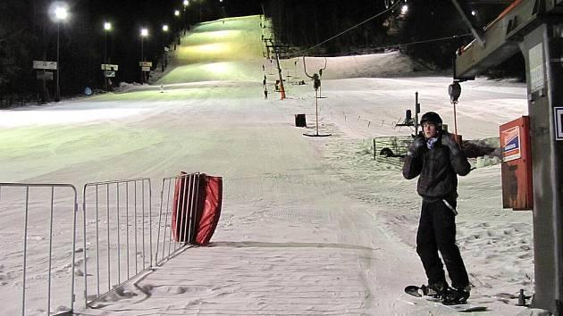 V Palkovicích si lyžaři mohou užít i večerní lyžování.