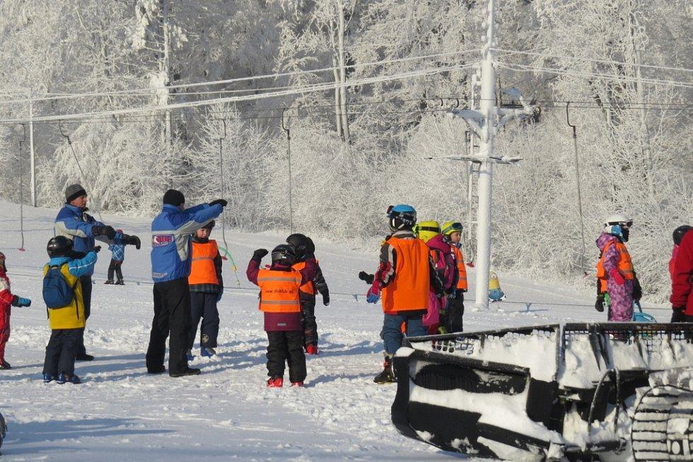 Lyžování ve Ski areálu Opálená ve Pstruží.