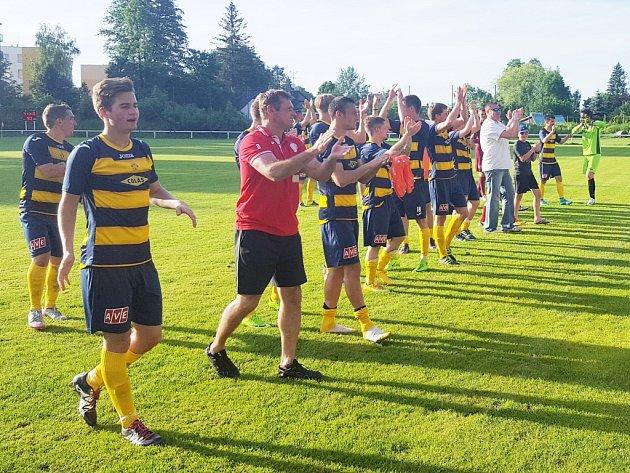 Po utkání měli fotbalisté Frýdlantu co slavit. Divizi totiž znovu zachránili.