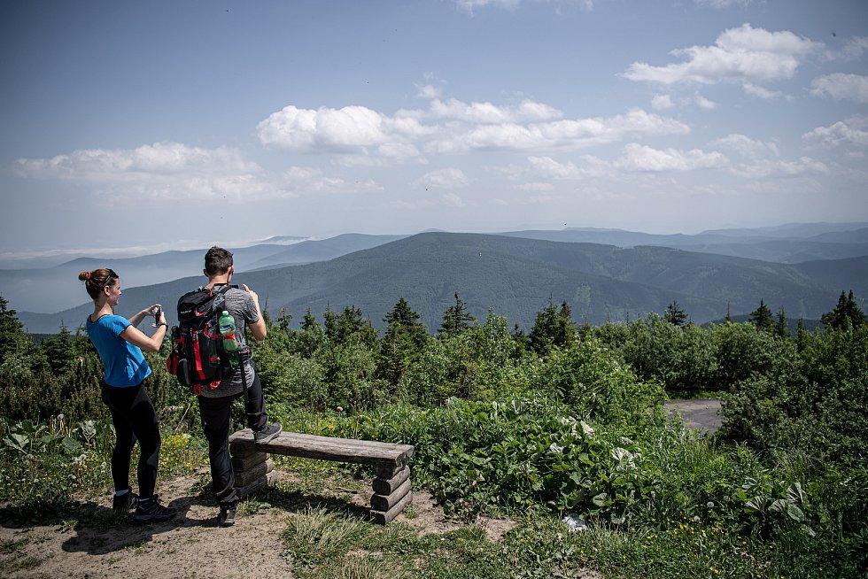 Rozhled z Lysé hory na Beskydy.