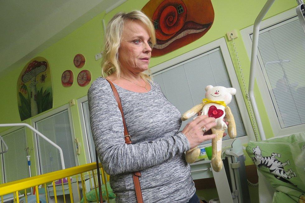 Veronika Jeníková na dětském oddělení frýdecko-místecké nemocnice.