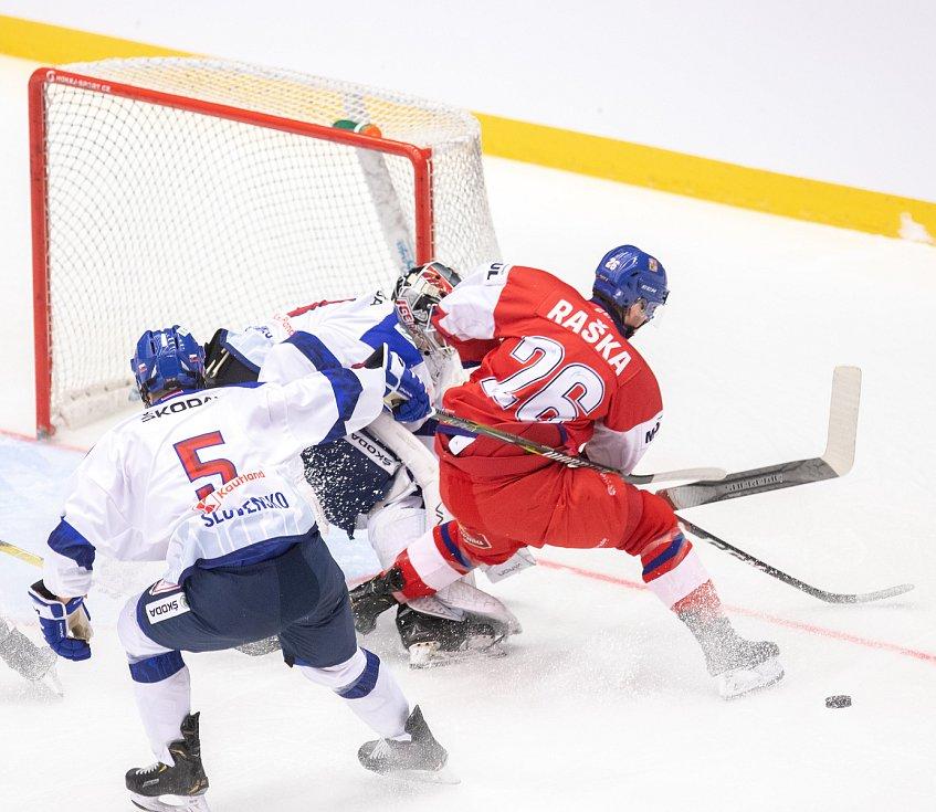 Přípravný zápas před MS U20 Česká republika - Slovensko, 22. prosince 2019 v Třinci. Na snímku (zleva) Marko Stacha, Adam Raška.