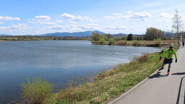 Cyklostezka kolem přehrady Olešná.