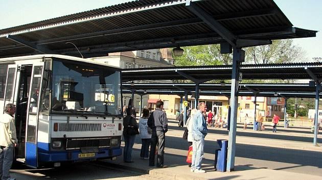 Současná podoba autobusového stanoviště v Třinci.
