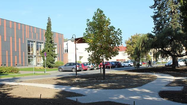 V centru Frýdlantu nad Ostravicí vzniká nový parčík.