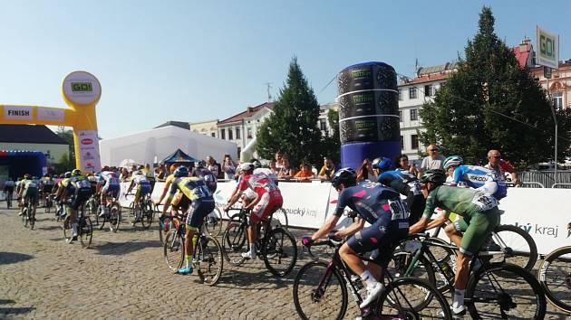 Třetí etapa cyklistického závodu Czech Tour 2020 odstartovala v sobotu krátce před polednem v Olomouci a končila na Zámeckém náměstí ve Frýdku.