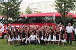 Členové sboru s velvyslancem Miroslavem Koskem v Rize.