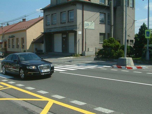 Výstavba nového přechodu se semafory v Zelinkovicích postrádá podle některých místních občanů logiku.