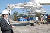 Ředitel společnosti Huisman Konstrukce Roman Stankovič  u RHC jeřábu.