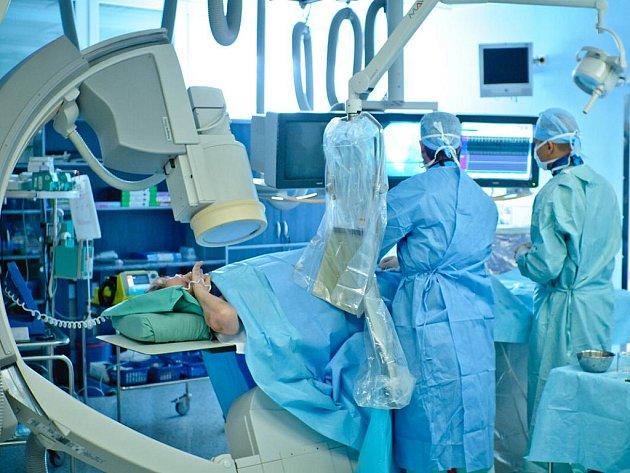 Lékaři třinecké nemocnice při práci.