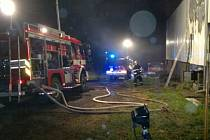 Zásah hasičů u požáru seníku.