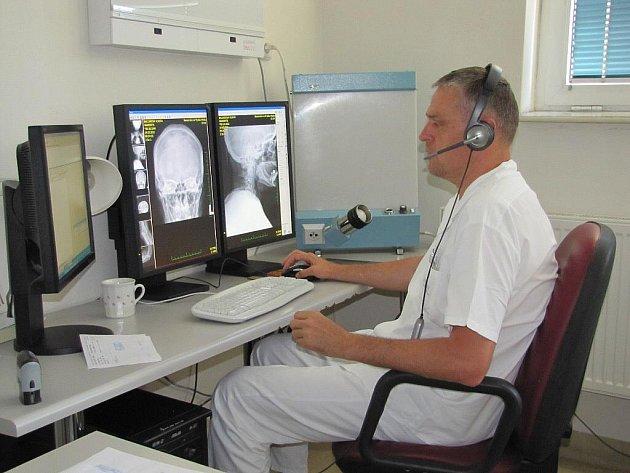 Na radiodiagnostickém oddělení a na oddělení patologie mohou nyní využívat lékaři frýdecko-místecké nemocnice nový počítačový program. Mimo jiné tak ušetří čas.