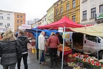 Farmářský trh na náměstí Svobody v Místku.