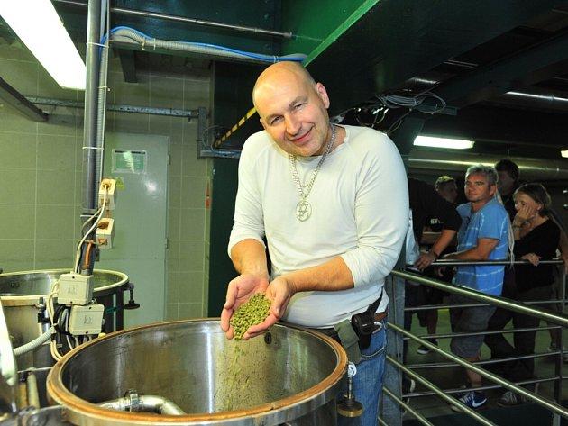 Lou Fanánek Hagen s ostatními členy kapely úspěšně založili speciální várku piva Radegast Ryze hořká 12.