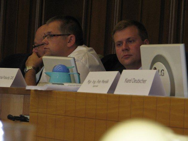 Zasedání zastupitelstva ve Frýdku-Místku. Vpravo náměstek primátora Michal Pobudský.