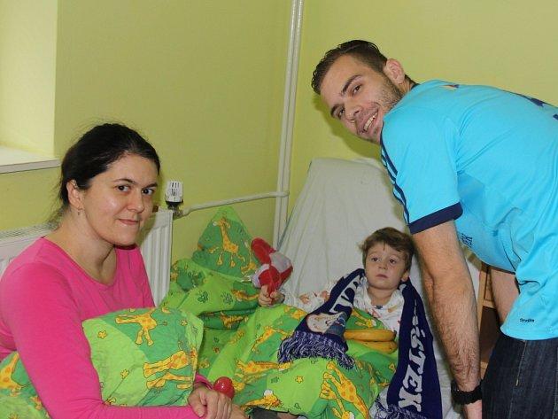Extraligoví házenkáři SKP Frýdek-Místek potěšili svými dárky malé pacienty z dětského oddělení frýdecko-místecké Nemocnice.