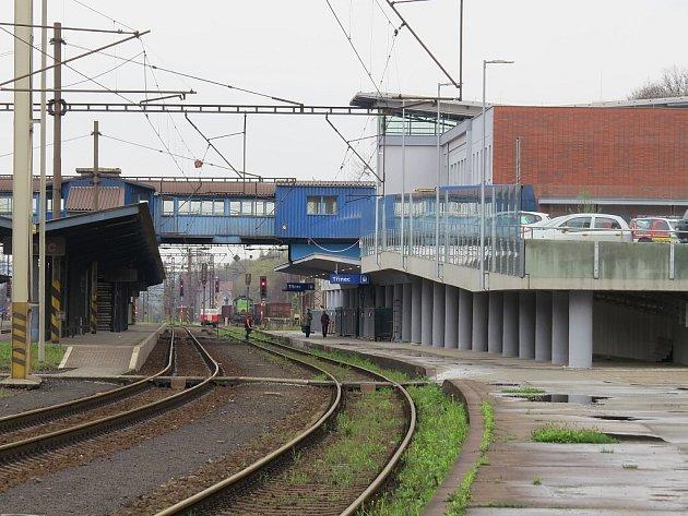 Vlakové nádraží v Třinci v době před dokončením rekonstrukce.