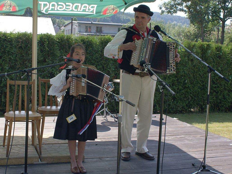 Katarína Kubačáková s dědečkem.