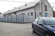 Bruzovická provozovna společnosti GNB chem (na snímku) je v areálu bývalého JZD, kde působí víc firem.