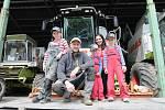 Soukromý zemědělec Dominik Vrubel se svou rodinou.
