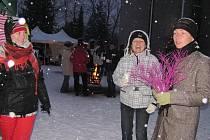 V Bašce v sobotu připravili akci s názvem Vánoční veselé hodování. Přes poměrně silný mráz přišly do areálu kulturního domu stovky lidí. Děti si přišly na své v dílně, kde mohly kreslit a vyrábět vánoční ozdoby.