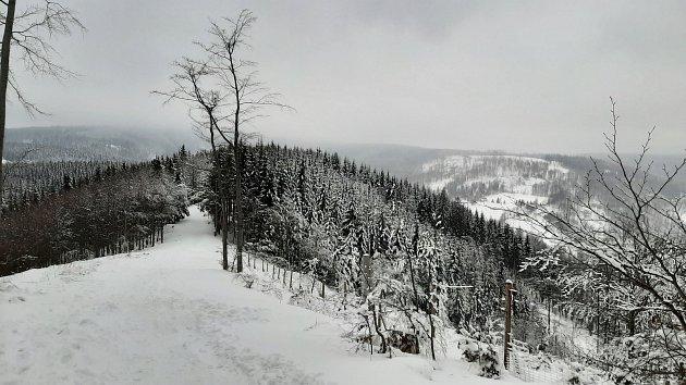 Snímky zvýletu na Kamenitý, Horský hotel Kozubová a sjezdovka Armáda vDolní Lomné.