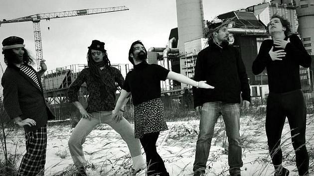 Pražská kapela První hoře vystoupí 28. října v Třinci.
