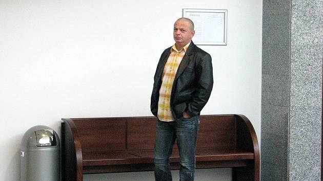 Deset bývalých policistů z obvodního oddělení ve Vratimově a jeden exstrážník, který pracoval pro Městkou policii v Šenově, si ve čtvrtek 16.4. 2009 vyslechli rozsudek Okresního soud ve Frýdku–Místku.