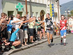 Letošní trasu závodu Beskydská sedmička nejrychleji zvládla dvojice Stanislav Najvert a Marek Causidis (v červeném).