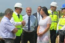 Ministerská návštěva na staveništi obchvatu Třince.