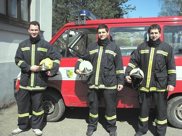 SDH BUKOVEC se v Hnojníku dařilo. Na snímku zleva jsou: Roman Bielesz (1. místo),  Dominik Zogata (3. místo) a Kamil Zogata.