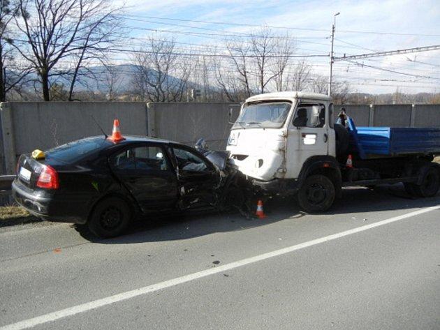 Vážná autonehoda v Bystřici.