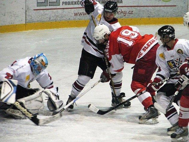 Opavští hokejisté potvrdili na ledě Frýdku-Místku roli favorita, když zvítězili 6:3.