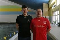 O plavecké naděje ve frýdecko-místeckém plaveckém oddíle se starají trenéři Pavel Gazda (vlevo) a Josef Halml.