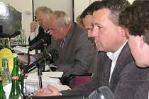 Třinečtí zastupitelé. Jan Ferenc je na snímku druhý zleva.