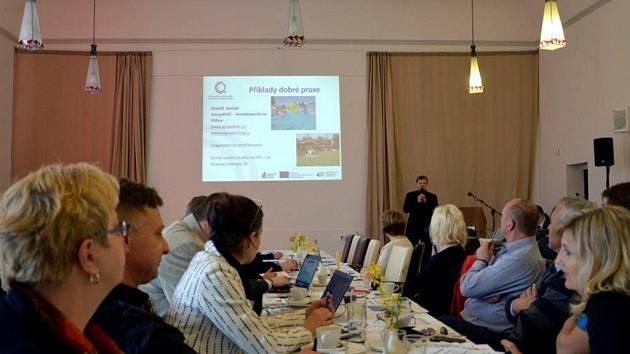 Na konferenci v Hukvaldech se sešli zástupci měst a obcí, ale také představitelé subjektů, které poskytují služby v cestovním ruchu v turistické oblasti Beskydy-Valašsko.