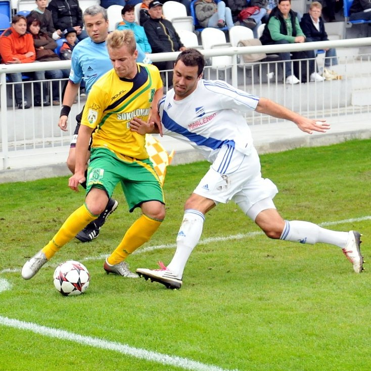 Duel mezi fotbalisty Frýdku-Místku a Sokolovem skončil nakonec spravedlivou dělbou bodů.