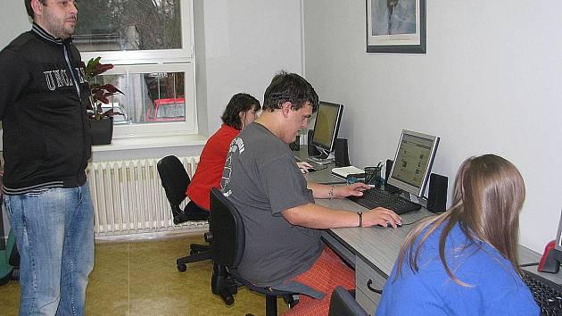 Návštěvníci centra Linie Radosti mohou využívat nově zrekonstruované prostory od pondělí do pátku. Nejoblíbenější místností však u dětí vede počítačová učebna.