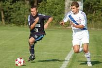 Divizní fotbalisté Lískovce (tmavé dresy) si v přípravném utkání poradili s Frýdkem-Místkem 1:0.