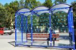 Město zahájilo polepy vybraných prosklených autobusových zastávek proti nárazu volně žijících ptáků.